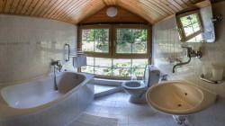 Kúpeľňa s výhľadom na Demänovku izba č. 201