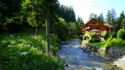 Penzion Jozef je umiestnený pri potoku Demänovka